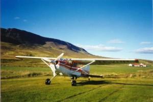 Cessna 185 (TF-VHH) at Vestur-Hopsholar. Photo: Bob Riley